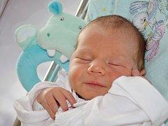 VOJTĚCH HAVRDA se narodil 30. května 2016 ve 13.34 hodin, vážil 3470 gramů a měřil 50 centimetrů. S rodiči Lucií a Jiřím a s tříletou sestřičkou Aničkou mají domov v Jaroměři.