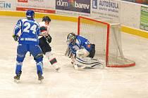 Hokejisté Náchoda (v modrém)