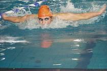 SVĚŘENEC trenéra Romana Hakla, náchodský plavec Pavel Janeček, se na Velké ceně města Brna blýskl hned několika vynikajícími výkony.
