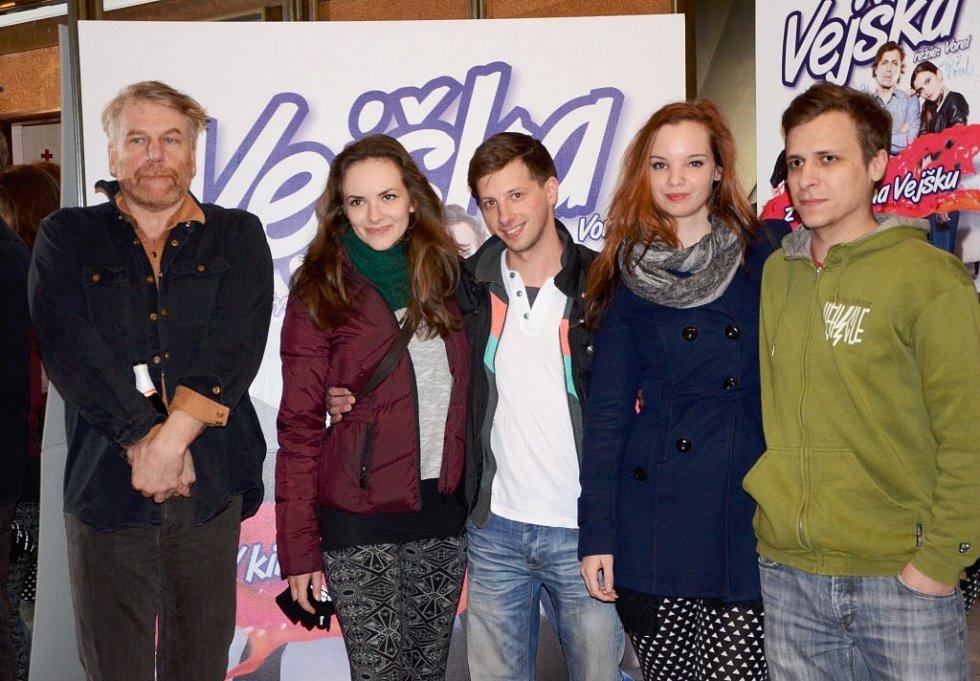 Do náchodského kina Vesmír zavítali s novým českým filmem Vejška režisér Tomáš Vorel se synem Tomášem Vorlem mladším.