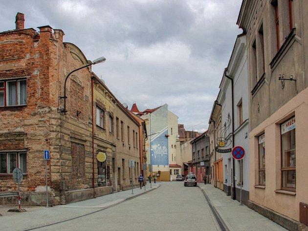 Opravená Hurdálkova ulice v Náchodě.
