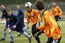 SEMIFINÁLE bylo pro fotbalisty Broumova (v modrém) v Poháru hejtmana konečnou.