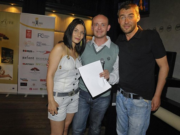 Organizátor Muže roku David Novotný (uprostřed).