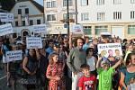 Protestovat proti Babišovi přišlo v Náchodě kolem tří stovek lidí.