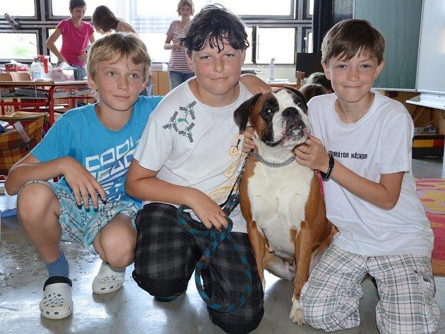 Výuku v Základní škole 1. Máje v Náchodě - Bělovsi zpestřili domácí mazlíčci.