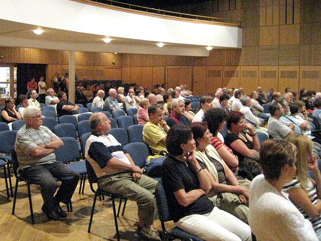 Na setkání s občany příblížilo vedení města společně s odborníky investiční projekty.