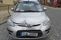 Nehoda v Jaroměři kvůli přebíhajícímu psovi.