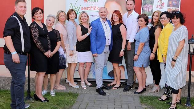 Finalistky a finalisté spolu s ředitelem soutěže Davidem Novotným.