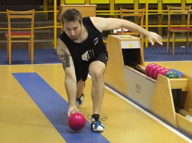 NEJLEPŠÍ sobotní výkon červenokosteleckého hráče předvedl Lukáš Janko, který porazil 615 kuželek.