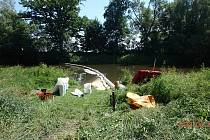Na Jakubském předměstí v Jaroměři byla zpozorována olejová skvrna na hladině řeky.