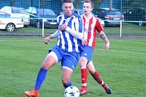 PODZIMNÍ vzájemné utkání Náchoda (v modro-bílém) a Jaroměře skončilo vítězstvím Náchoda v poměru 4:0.
