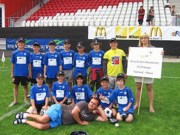 Konečnou devátou příčku obsadili ve finále fotbalového  McDonalďs Cupu žáci ZŠ Náchod Plhov.