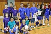 VOLEJBALOVÉ centrum nad Metují se v Hradci Králové zúčastnilo dalšího z turnajů barevného minivolejbalu.