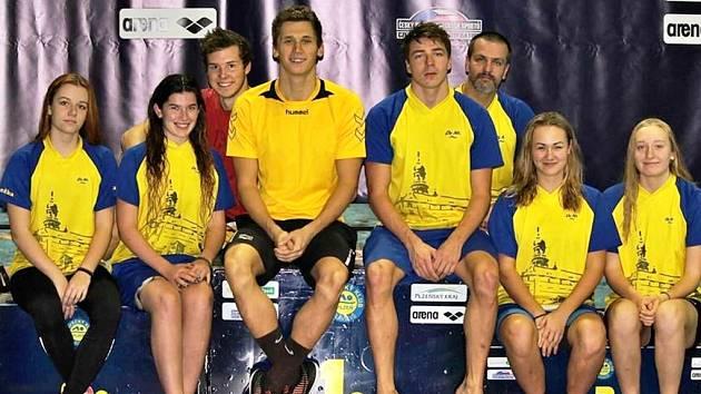 ZA SVÉ vystoupení na domácím šampionátu v Plzni se plavci náchodského Delfína stydět rozhodně nemusí.