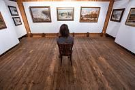 Výstava obrazů v novoměstské galerii Zázvorka.