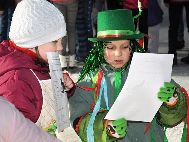 Žáci Základní školy ve Velkém Poříčí prožili poslední den prvního pololetí netradičně, a to na ledě hronovského zimního stadionu.