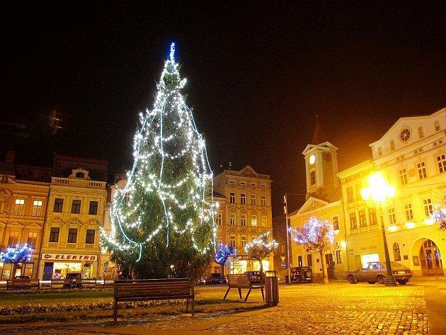 Vánoční strom v Broumově.