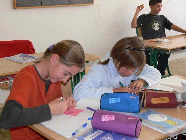 PODLE nového vzdělávacího programu s názvem Klíče k životu se už 2. rokem vyučuje i na ZŠ Plhov v Náchodě.