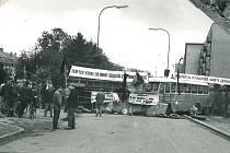 V ulici Kladská, nedaleko autobusového nádraží, byla již 21. srpna vystavěna barikáda. Ta sice byla téhož dne rozebrána, přesto o den později vyrostla na jejím místě nová. Polská armáda proti barikádě vojensky nezasáhla a počkala na průjezd až do chvíle,