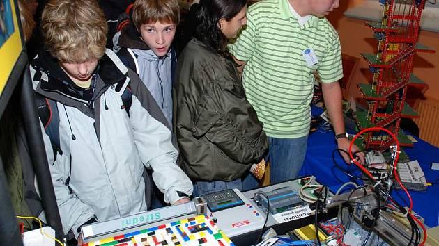 Výstava Technikou k rozvoji v Pellyho domech.