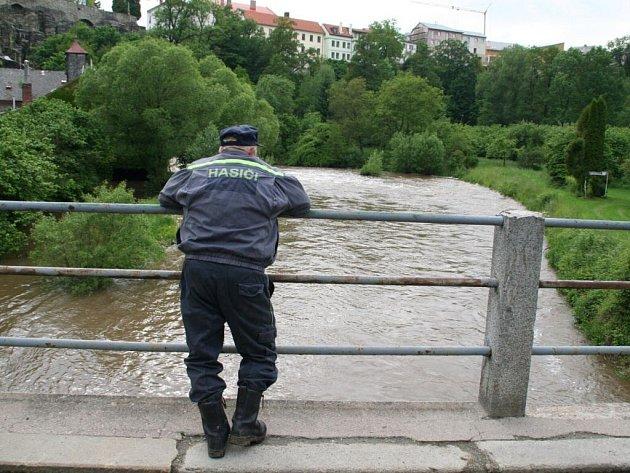 Pátrání po vodákovi v řece Metuji mezi Peklem a Novým Městem nad Metují.