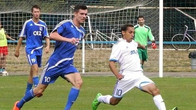 JAROMĚŘSKÝ Stanislav Kašajík (v bílém) v nedělním utkání proti Letohradu.