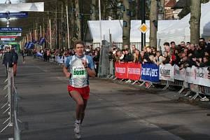 ATLET SK Nové Město nad Metují Pavel Brýdl si běží pro druhé místo ze závodu v Apeldoornu.