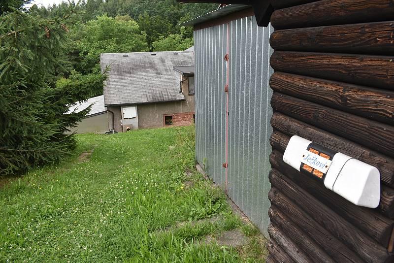 Dům na Kramolně stojí jen pár metrů od místa, kudy povede tunel obchvatu. Foto: Deník/Jiří Řezník
