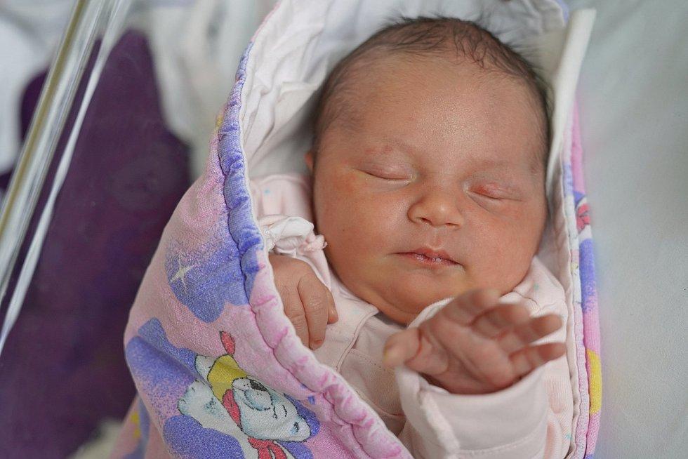 Leontýna Gajdošová z Meziměstí je na světě! Holčička se narodila 27. ledna 2020 v 02,43 hodin, vážila 3105 gramů a měřila 46 centimetrů. Z prvního děťátka se radují maminka Klára Škodová a tatínek Petr Gajdoš.