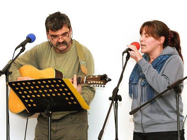 Folkový večer ve Velkém Poříčí.