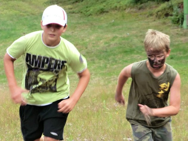 NÁCHODŠTÍ hokejoví starší a mladší žáci absolvovali před vstupem do nové sezóny náročné horské soustředění.
