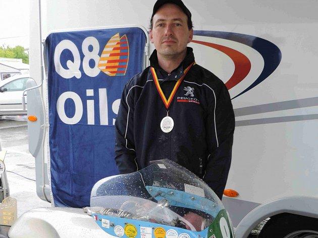CELKEM DVĚ trofeje si ze Sachsenringu přiváží velkopetrovický jezdec Miloš Thér.