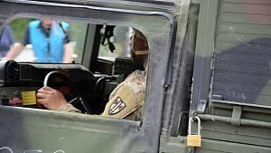 Přes hraniční přechod v Náchodě - Bělovsi přejel první konvoj amerických jednotek