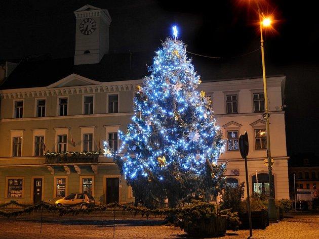 Vánoční strom v Jaroměři.