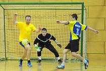 O PRVENSTVÍ v letošním halovém futsalovém turnaji Proto Cup usilovalo na začátku jedenáct týmů. Z celkového vítězství se ale nakonec mohl radovat jen jeden. S nástrahami zápasů ve skupinách i následných vyřazovacích bojů se nejlépe vypořádal Wayne´s Team.
