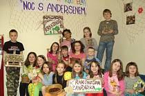 Mladí čtenáři si v knihovně při Noci s Andersenem užili i Krakonoše.