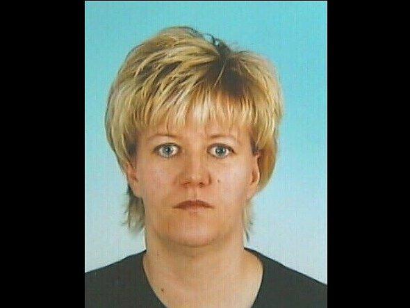 Obviněná Šárka Juhaszová nalákala osoby z okruhu svých známých nebo jejích známých na rychlý a snadný finanční zisk.