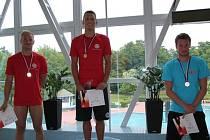 OLYMPIONIK Pavel Janeček (uprostřed) si na Českých akademických hrách vyplaval čtyři zlata.