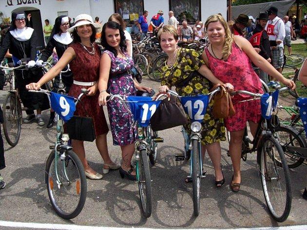 Cyklistický recesistický závod Tour de Torpédo pořádaný v Nízké Srbské vstoupil do svého již šestnáctého ročníku.