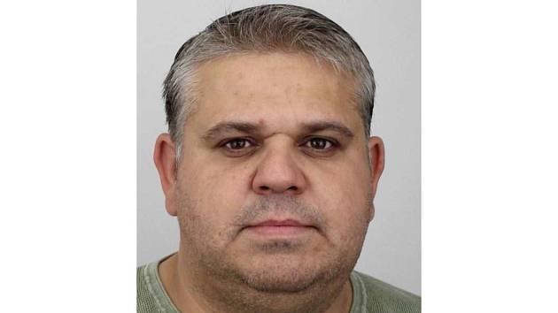 Hledaný Daniel Alexander (*1981) je obézní postavy a měří 173 cm