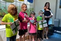 Děti byly pasovány mečem, potvrzení pasování bylo šerpou a jako dárek dostaly knížku s věnováním jako vzpomínku na kamarády a paní učitelky v předškolním zařízení.