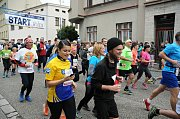Ze startu sobotního 61. ročníku silničního běhu Hronov - Náchod.