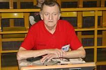 V neděli prohrál v 72 letech svůj poslední boj oddaný hráč, rozhodčí, organizátor, fanoušek i dopisovatel František Majer starší (na snímku).