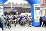 Na start nejtěžšího maratonu horských kol v České republice se na teplickém náměstí postavilo neuvěřitelných 1002 závodníků.