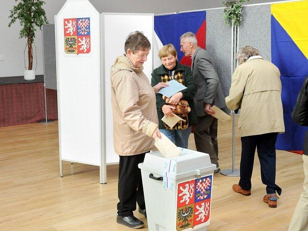 Řada lidí přišla k volbám i ve Velkém Poříčí.