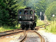 Kafemlejnek – to je název historické parní mašiny, která brázdila v sobotu Náchodsko.