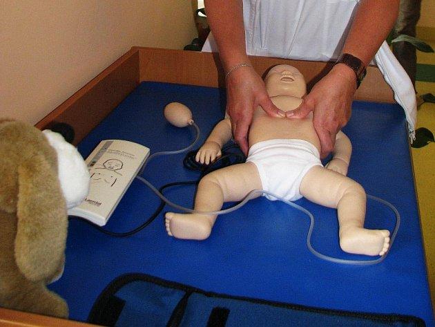 Nemocnice dostala nový model novorozeněte.