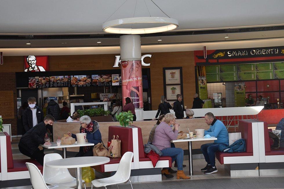 V zóně občerstvení je možno pojíst v klidu u stolku.