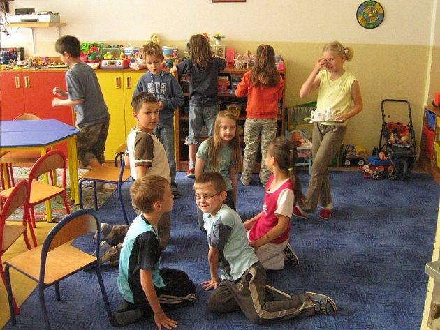 """Škola nenechala rodiče ve """"štychu""""  a připravila pro deti náhradní program v družině a ve školním klubu."""