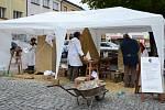 Na zdejším Masarykově náměstí se při festivalu Náchodská Prima sezóna zrodily před očima kolemjdoucích tři nové sochy z pískovce na téma hudba a jazz.